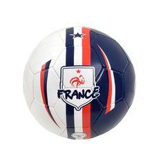 Le ballon de foot de la Fédération Française de Football est idéal pour s'entraîner en solo ou jouer en famille ou entre amis. Ainsi, votre enfant améliore sa coordination.