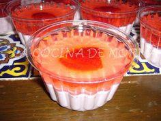 Gelatina de fresa con fresas con crema