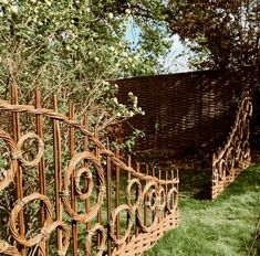Jay Davey Bespoke Willow on Beautiful day weaving onsite. Terrace Garden, Garden Paths, Garden Art, Amazing Gardens, Beautiful Gardens, Willow Garden, Willow Weaving, Garden Architecture, Sustainable Architecture