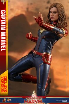 Captain Marvel Deluxe Figure by Hot Toys Captain Marvel Costume, Marvel Costumes, Marvel Comics, Marvel Heroes, Brie, Hot Toys Iron Man, Marvel Cards, Coming To Theaters, Flight Bomber Jacket