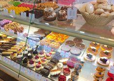 ゴールデンウイークにパリを旅行される方!今年は少ないかもしれませんが・・・一人旅でも、友達と一緒でも、カフェやレストランの席に着くのがおっくうで、でも小腹... Cereal, Breakfast, Desserts, Food, Pie, Morning Coffee, Tailgate Desserts, Deserts, Essen