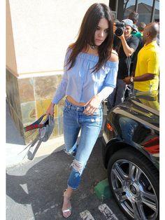 ケンダルもOKINI♡ 春のきれいめトップスはオフショルダーで決まり ケンダル・ジェンナー(Kendall Jenner)の私服ファッション