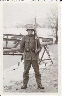 Swiss Infantry Soldier Ww2 History, Military History, Germany Ww2, German Uniforms, Army Uniform, Military Photos, Swiss Army, Armed Forces, World War Ii