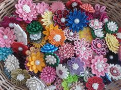 Paper Quilling Flowers, Origami And Quilling, Quilled Paper Art, Quilling Craft, Quilling Patterns, Quilling Designs, Paper Roses, Quilling Videos, Quilling Techniques