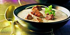 Velouté de haricots coco au foie gras Le Cassoulet, Foie Gras, Cheeseburger Chowder, Thai Red Curry, Chicken, Ethnic Recipes, Marie Claire, Food, Beans Recipes