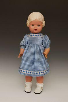 Dolls auction - CellKK-Puppe, Bärbel, Schildkröt, gez. SiR 45, blonde Schneckenfrisur, feste blaue Glasaugen, Lippenrot nachgemalt, orig. Stehkörper, bespielter Zsutand.  Dealer Auctionhouse Poestgens  Auction Minimum Bid: 85.00EUR