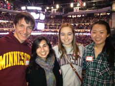 Alum from Minnesota gather for a hockey event.