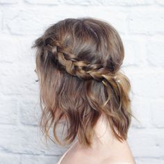 This messy braided crown is perfect for shorter hair and super quick to do! Full tutorial here.