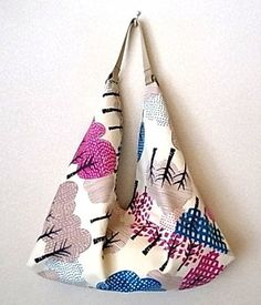 2WAYあずま袋 『forest (オフホワイト)』 マチ有り(ショルダーベルト付き)いろんな色の木々の柄が可愛らしいです。そのまま、あずま袋としても使えます...|ハンドメイド、手作り、手仕事品の通販・販売・購入ならCreema。