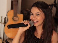 Venha conhecer Laura d'Ávila, a participante da 2ª temporada do The Voice Kids que parece uma rosa e tem voz de uma sereia!