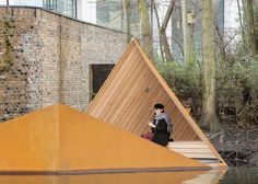 Amidst the fast-paced construction of King's Cross in London, young Finnish studio AOR installed an angular canal-side platform where visitors can make contact with some of the local wildlife.
