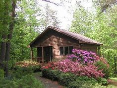 Featured Gay Accommodations: Cottages at Chesley Creek Farm, Dyke, Virginia
