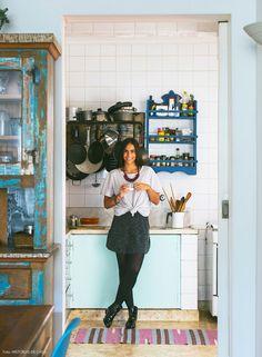 A arquiteta Manuela Albuquerque cresceu em Ilhabela e passou boa parte de sua infância em uma casa pé na areia, então a praia sempre fez parte de sua vida.