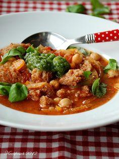Toskanischer Tomateneintopf mit Brot und Kichererbsen