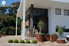 Vasos de aço corten em um jardim da Rosalba Paisagismo Landscape Architecure