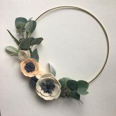 Modern Felt Flower Wreath // Spring Wreath // Boho Wreath // Modern Wall Hanging by G & Tea Felt Flower Bouquet, Felt Flower Wreaths, Felt Wreath, Felt Flowers, Fabric Flowers, Modern Nursery Decor, Boho Nursery, Nursery Ideas, Modern Wreath