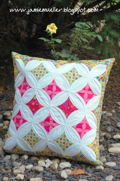 SunFlower Seeds: Cathedral Windows Pillow Tutorial