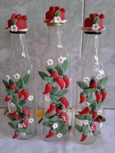 garrafa decorada com pimenta de biscuit