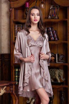 Mulberry Silk Pajamas Set is a unique material 9d05fb836