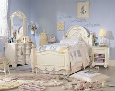 Antique bedroom furniture will make your bedroom embody more personality. Modern bedrooms with folding furniture, fancy drapes and high-tech gadget are seem to be everywhere today, and even if classic bedrooms with Parisian chic furniture and ornament bed are lesser, we also have seen it pretty enough. Antique goes beyond classic or traditional. Antique things are such treasures among the modern furniture of nowadays