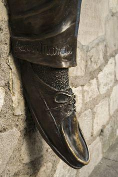 Une sculpture magnifique au quartier de Montmartre, à Paris.