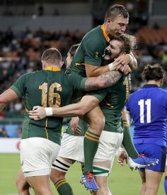 South Africa's RG Snyman is congratulated by teammates Handre Pollard and Malcolm Marx, left, after scoring a try during the Rugby World Cup Pool B game at Shizuoka Stadium Ecopa between South Africa and Italy, in Shizuoka, Japan, Friday, Oct. 4, 2019. (AP Photo/Shuji Kajiyama) ▼15Oct2019AP|Springboks' 'scary' challenge vs. Japan just got scarier
