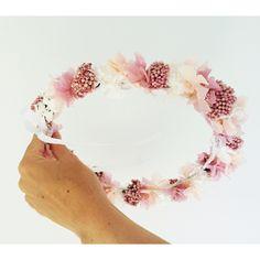 Corona de flor preservada handmade. Mas información instagram mymacora_tocados y facebook mymacora. Mail mymacora@gmail.com