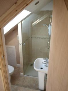 42 Remodeling Tiny House Bathroom Design Ideas Make A Tiny Bathroom Appear Larger Small Attic Bathroom, Bathroom Under Stairs, Loft Bathroom, Bathroom Plumbing, Upstairs Bathrooms, Diy Bathroom Remodel, Bathroom Design Small, Bathroom Layout, Bathroom Renovations