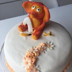 """Matglede on Instagram: """"Fantorangen kake 🍴 Kake til en liten pike på 1 år 🍴 #fantorangen #kake #cake #cakedecorating #kakedekorering #kakedesign #happy1year…"""""""