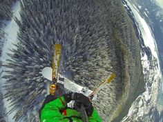 Photo of the Day! Andrew Gura paraglides above Mt. Mackenzie in Revelstoke, British Columbia. pic.twitter.com/TOG7xAIbAs