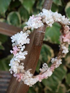Corona de flores de hortensias preservadas
