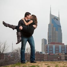 This Nashville engagement session is simply adorable with lots of cute pose ideas. photo by Wedlock Images