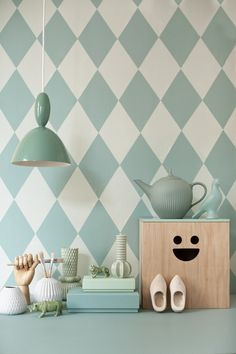 I *want* that cube- thing, bread box or whatever. And I love this soft minty green.