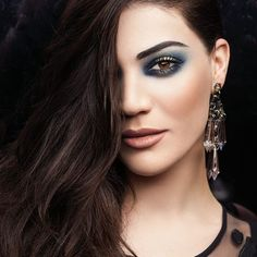 Use the Illuminate & Contour Set on the key-areas of your face for extra glow and add intensity to your eyes with a dark blue smokey look. Makeup Tips, Eye Makeup, Hair Makeup, Makeup Hacks, Contour Set, Art Of Beauty, Night Makeup, Festival Makeup, Christmas Makeup