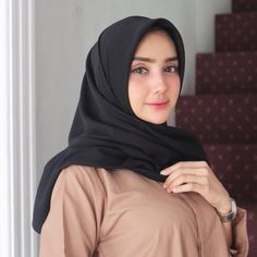 "19.5k Likes, 230 Comments - SYARIFAH MARIAH ALGIPTIAH (@agipalaydrus) on Instagram: ""Square hijab from @satfsboutique  • • •  @urza.alaydrus Via @famela.management """