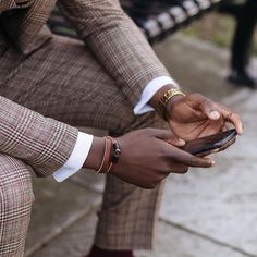 Details in patterns and accessories. Photo of the always stylish Travel Style, Montreal, Dapper, Menswear, Action, Canada, Mens Fashion, Bracelet, Suits