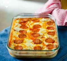 Easy Pizza Spaghetti Bake Love pizza and spaghetti? Here's a quick and easy pizza spaghetti bake your family will love! Perfect for busy back-to-school nights! Good Food, Yummy Food, Tasty, Casserole Recipes, Pizza Casserole, Noodle Casserole, Quick Easy Meals, Pasta Dishes, Food Styling