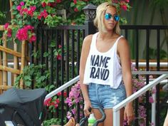Beyonce's new hair style. Me Likey very very much :)