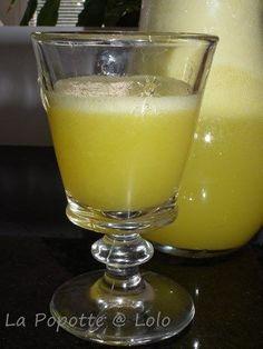 Orangina purement Naturel au thermomix 1 belle orange 80 g de sucre (j'ai mis 60 g) 200 g de glaçons (facultatif) 1 litre d'eau bien gazeuse (soda stream pour moi) 3,4 feuilles de menthe (facultatif)
