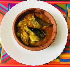 Simple and easy fish curry recipe. Easy Fish Curry Recipe, Best Fish Recipes, Cleaning Fish, Dried Mangoes, Steamed Rice, Curry Recipes, Wok, Spices, Cooking