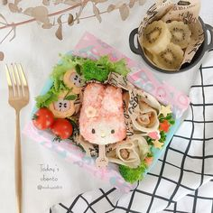 478 個讚好,34 則回應 - Instagram 上的 michiyo(@michiyo0815):「 ◌⋆*❁*⋆ฺ。*June.1.2020⋆*❁*⋆ฺ。* * * * *おはようございます♡ * * * * * いよいよ、幼稚園が始まりました◡̉̈♡… 」 Cute Bento Boxes, Fresh Rolls, Camembert Cheese, Ethnic Recipes, Instagram, Food, Meals, Yemek, Eten