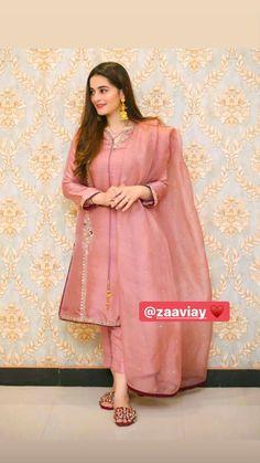 Pakistani Long Dresses, Pakistani Party Wear, Pakistani Wedding Outfits, Pakistani Dress Design, Indian Outfits, Pakistani Clothing, Pakistani Couture, Wedding Hijab, Indian Dresses