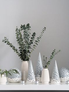Simple, Scandinavian Christmas decorations from Kähler Design - cate st hill- Minimal Christmas decor. Simple, Scandinavian Christmas decorations with Kahler Scandinavian Christmas Trees, Scandinavian Christmas Decorations, Xmas Decorations, Minimal Christmas, Simple Christmas, Christmas Home, Christmas Holidays, Cosy Christmas, Christmas Tables