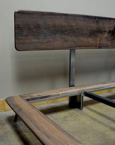 Artículos similares a Kanso cama king size en Etsy Steel Furniture, Bed Furniture, Furniture Design, Wood Bed Design, Bed Frame Design, Platform Bed Designs, Wood Platform Bed, Cama Industrial, Steel Bed Frame
