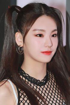 190214 Yeji @ M! Kpop Girl Groups, Kpop Girls, Rapper, Pretty Asian, Best Face Products, New Girl, Beauty Women, Singer, Wattpad
