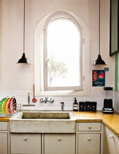 Love the concrete texture (is it?) of the sink............and Ponyo :)  My Paradissi: Kitchen dream