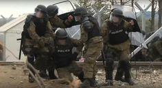 Podľa macedónskeho ministerstva vnútra bolo pri dnešných násilných stretoch skupiny migrantov s macedónskou políciou zranených 18 policajtov. Migranti sa dostali do stretu s políciou na macedónsko-…