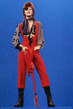 "David Bowie (wearing an eye patch) performs ""Rebel Rebel"" on the TV show TopPop on Feb. in Hilversum, Netherlands. This was Bowie at the end of his Ziggy era. (Photo by Gijsbert Hanekroot/Redferns/Getty Images) Bowie Ziggy Stardust, David Bowie Ziggy, Rock Chic, Rock Style, 70s Glam Rock, Rock Rock, Alexander Mcqueen, Tilda Swinton, Stevie Nicks"