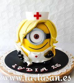 minion enfermera by TartaSan - Damian Benjamin Button Gravity Defying Cake, Minion Pictures, Cute Funny Dogs, Minions, Minion Cakes, Baby Girl Fashion, Cakes And More, Cupcake Cakes, Cupcakes
