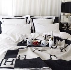 Furnish Your Home In Style With These Furniture Secrets. Buying furniture for your home can be loads of fun or a nightmare. Hermes Home, Deco Studio, Black And White Interior, Black White Bedding, White Decor, My New Room, Cheap Furniture, Bedroom Decor, Bedroom Ideas